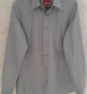 Рубашка бренда Hugo Boss.
