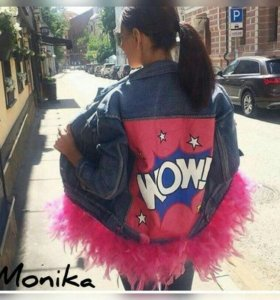 Джинсовая куртка с перьями