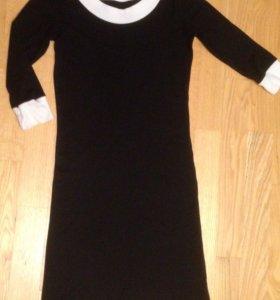Платье трикотажное отличное состояние