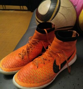 Бутсы сороконожки с носком Nike Magista высокие