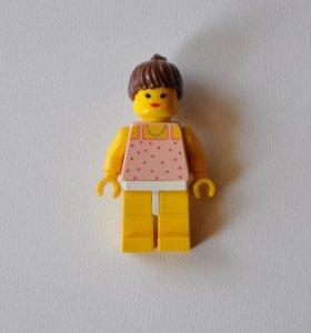 """""""Девушка в розовой блузке"""". Минифигурка из Lego"""