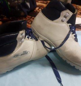 Ботинки лыжные Karhu финляндия 39р.