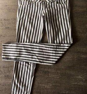 Полосатые черно-белые джинсы H&M