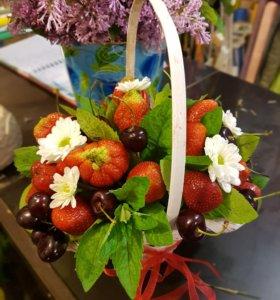 букеты из фруктов конфет.цветов.игрушек