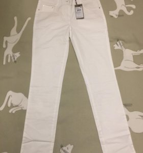 Брюки джинсы новые белые летние