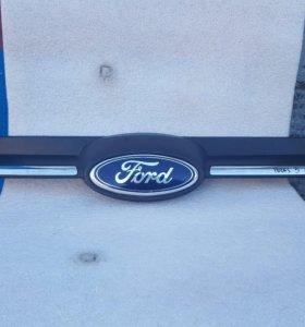 Решетка радиатора Форд Фокус 3