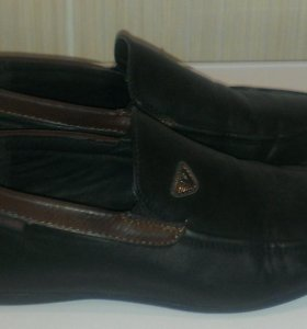 Продам туфли на мальчика 37р