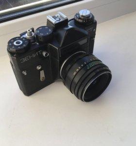 Фотоаппарат Зенит 1982 года с кожаным чехлом