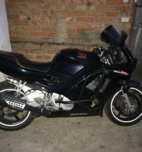 Спорттурист мотоцикл