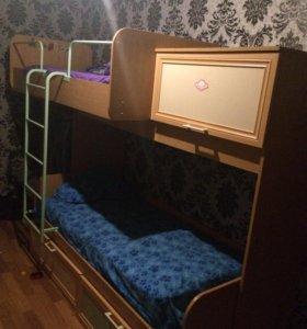 Двухъярусная кровать со встроенными шкафами