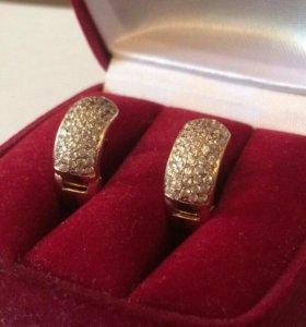 Продам золотые серьги