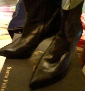 Много женской обуви