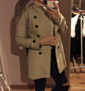 Пальто приталенное бежевое
