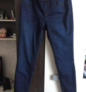 Продам джинсы новые.