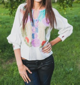 Льняная блузка с вышивкой