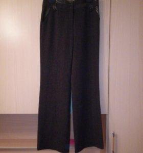Новые утепленные брюки, прямого покроя.