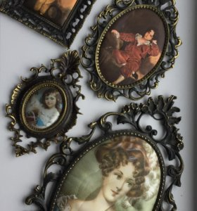 Картина шелкография в бронзовой рамке