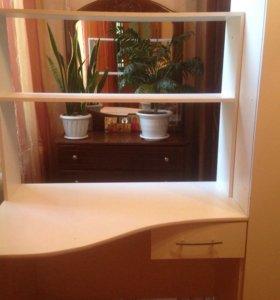 Белый стол школьный и белый шкаф