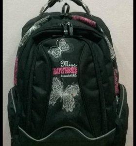 Школьный черный рюкзак Б/у в хорошем состоянии
