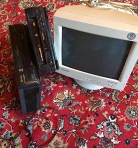 2 видеомагнитофона и монитор.