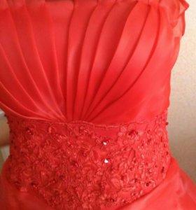 новое красно платье-мечта, подойдет для беременных