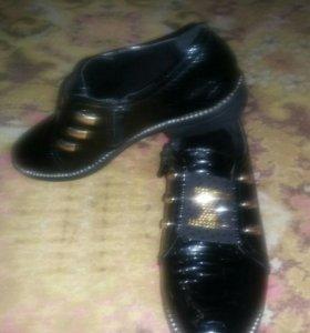 Туфли лаковые.