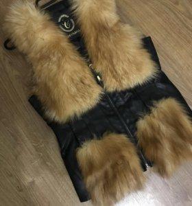 Меховая жилетка . Натуральный мех лисы