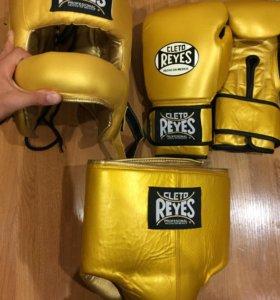 Боксерские перчатки, шлем, бандаж Reyes (Новые)