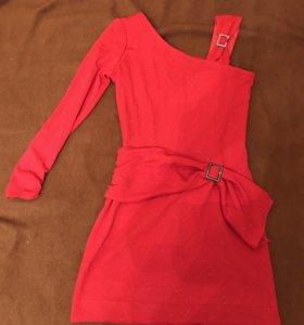 Платье красное новое на одно плечо