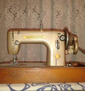 """Ручная швейная машинка """"Подольск"""""""