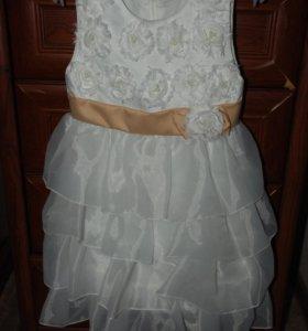 Платье нарядное на девочку 6-7 л