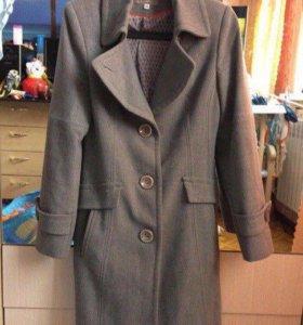 Пальто в отличном состоянии 42-44