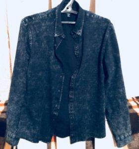 Джинсовая рубашка очень стильная и красивая!