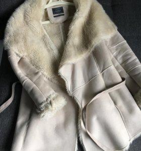 Пальто под замшу искуств мех Bershka