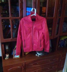 Женская кожаная куртка осень-весна размер 46-48