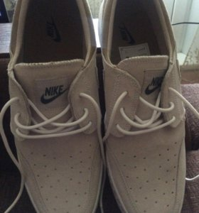 Ботинки мужские- новые