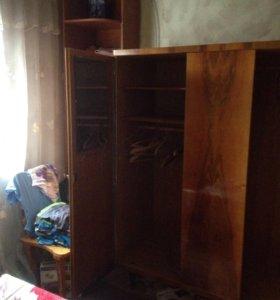 Продаю шкаф и 2 односпальные кровати без матраца