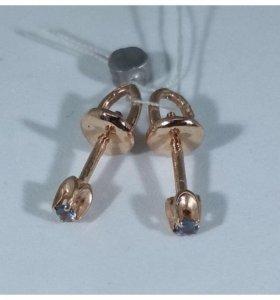 Золотые серьги гвоздики с сапфирами