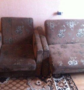 Диван-книжка и два кресла