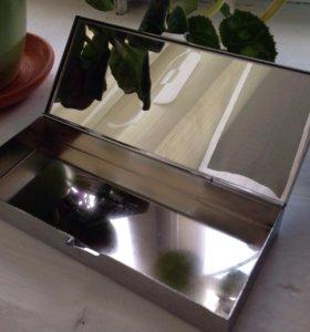 Металлическая шкатулка с зеркалом