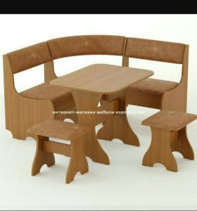 Кухонный уголок+стол+2стула из кожи.