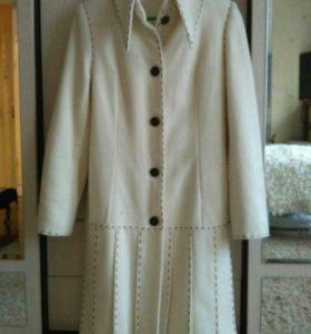Новое дизайнерское демисезонное пальто