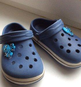 Кроксы/ резиновая обувь для бассейна