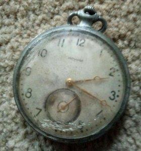 Коллекционные часы искра карманные