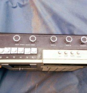 Радио,радиоприёмник и магнитофон.