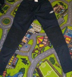 Спортивные штаны футболиста