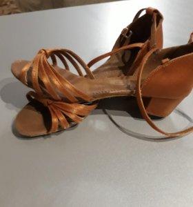 Туфельки женские для танцев