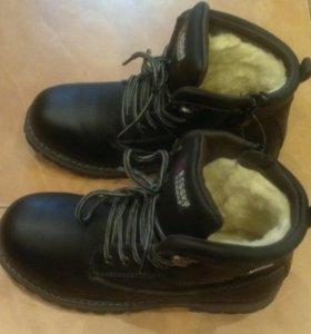 Новые зимние ботинки на мальчика (37р)