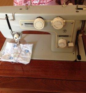 Швейная машинка с ножным электро приводом