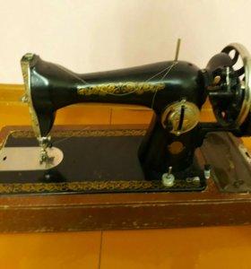 Швейная машина. Рабочая.